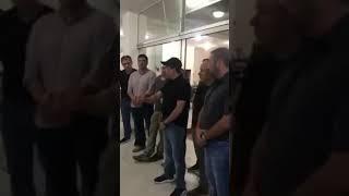 Camacho aparece para aclarar que su padre se reunió con policías y militares para evitar represión