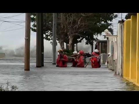 Куба: наводнение в Гаване photo