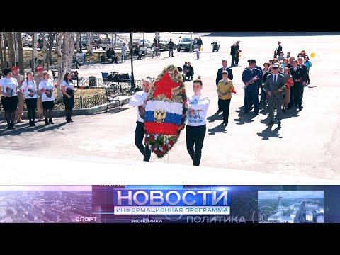 9 мая горожане приняли участие в  возложении цветов к подножию мемориальной композиции «Клятва».