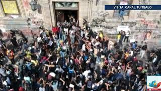 Derriban puerta del Palacio de Gobierno de Jalisco en protesta por muerte de Giovanni López