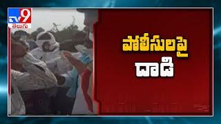 లింగాపూర్ లో పోలీసుల పై దాడి || Nirmal - TV9 - TV9