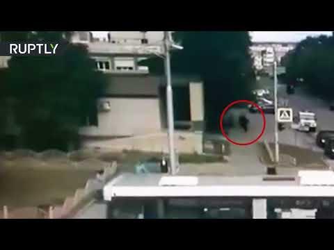 CCTV: Moment police officer kills Surgut knife attacker caught on cam (GRAPHIC)