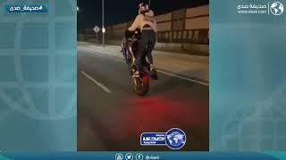 فتاة تخاطر بحياتها للإستعراض على دراجة نارية