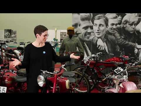 Bensinen i blodet! Motorcyklar, mopeder och människor under 1950 och 60-tal - Syntolkad
