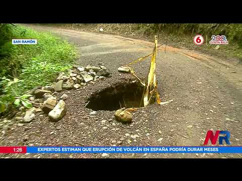 Cintas alertan sobre hueco en carretera de San Ramón