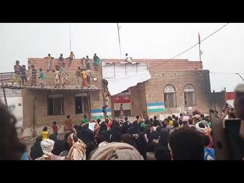 الخوخة تشتعل اليوم ومتظاهرون يقتحمون إدارة الأمن للمطالبة بالقصاص من قتلة احمد بهيدر