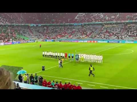 Euro 2020 : Un activiste LGBT fait irruption sur la pelouse de Allemagne-Hongrie à Munich.