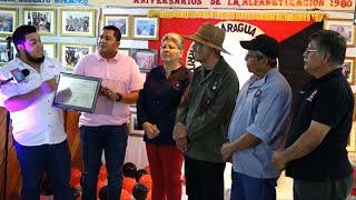Profesor Orlando Pineda recibe reconocimiento por su aporte educativo