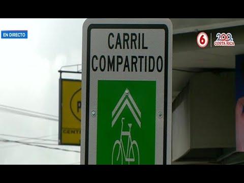 Señales en medio de acera obstaculizan paso peatonal en Montes de Oca