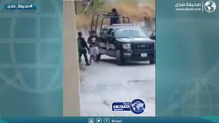 شاهد كيف عاقب شرطي شبان خالفوا حظر التجول