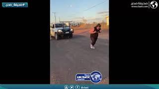 امرأة تتحدي زوجها في سحب سيارة