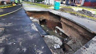 Vehículo cae por socavamiento de tierra en la Colonia Pablo Sexto