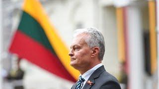 Prezidentas dalyvauja Valstybės vėliavų pakėlimo ceremonijoje