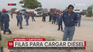 Camiones cisternas aguardan autorización para cargar diésel en la refinería en Santa Cruz