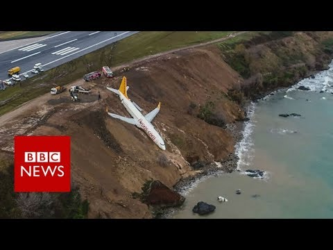 connectYoutube - Plane skids off runway at Trabzon Airport in Turkey - BBC News