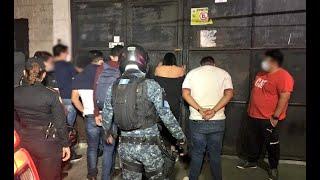 Hombre detenido en fiesta permanece en hospital
