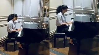 Kangana Ranaut PLAYS Love Story Theme Music On PIANO | Kanagana Ranaut Latest Video - RAJSHRITELUGU