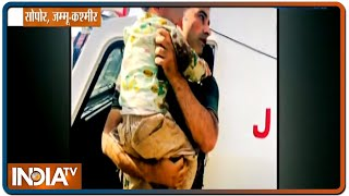 Jammu Kashmir: सोपोर में आतंकियों ने मासूम के सामने की दादा की हत्या, बेचैन कर देगी ये तस्वीर - INDIATV