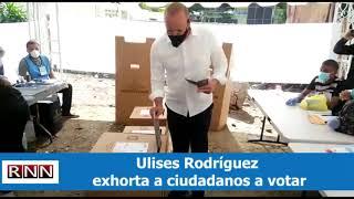Ulises Rodríguez acude a las urnas