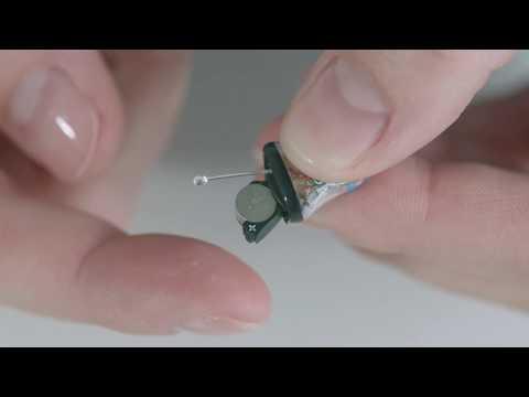 Byt batterier på din allt-i-örat-hörapparat