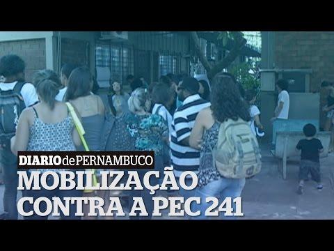 Alunos continuam ocupando o pr�dio da UPE em protesto contra a PEC 241