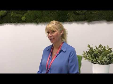 Här förklarar KONEs Isabella Nauclér hur intelligent service fungerar. Läs mer om servicetjänsten KONE 24/7 Connected Services på kone.se/24-7.