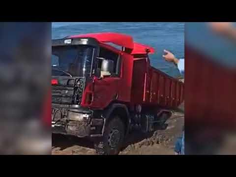 Retiran camión del agua