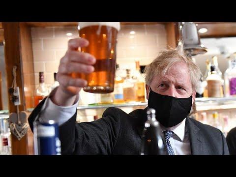 İngiltere Başbakanı bira keyfi yaptı, ana muhalefet lideri başka bir mekandan kovuldu