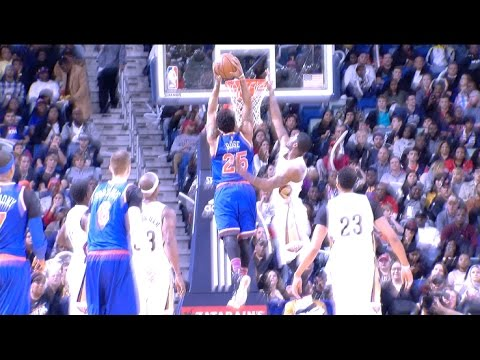 Derrick Rose Crosses Over to a Two-Handed SLAM | 12.30.16