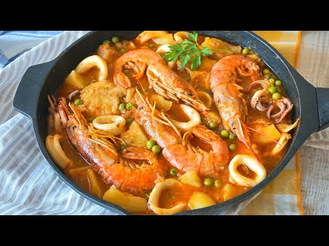 Merluza en salsa con calamares y gambones .