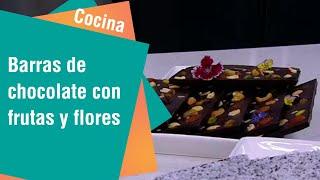 Barras de chocolate con semillas, frutas y flores | Cocina