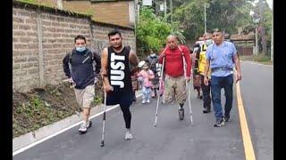 """""""El Tigre"""" cumple el reto de saltar en un solo pie en Sololá"""