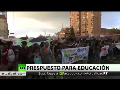 Cientos de estudiantes exigen al Gobierno de Colombia más dinero para la educación