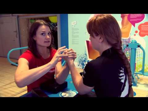 Armbryterskan Heidi Andersson ger sina starkaste tips i armbrytning
