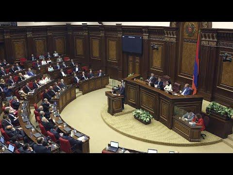 """Megint összeverekedtek a képviselők az örmény <span class=""""search-everything-highlight-color"""" style=""""background-color:orange"""">parlamentben</span>"""