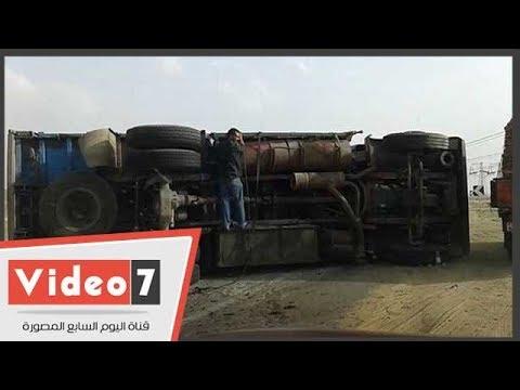 توقف الحركة بطريق الفيوم الصحراوى إثر إنقلاب مقطورة محملة بالسيراميك