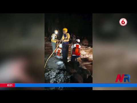 Rescatan a 10 personas en río de Guápiles