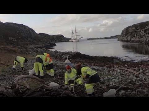 Műanyaghulladék-gyűjtés a norvég partoknál