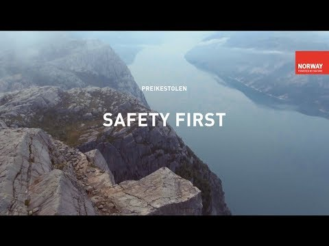 Hiking to Preikestolen (the Pulpit Rock)