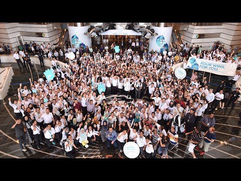 Party in KL!  Lewis and Valtteri Celebrate with PETRONAS!