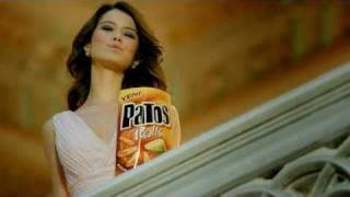 Beren Saat Patos Chips ads
