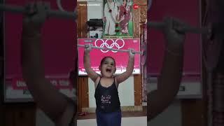 Mirabai Chanu की सबसे छोटी फैन, देखिए आज के दिन का सबसे शानदार Video | Viral Video | - ZEENEWS