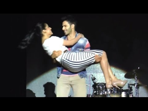 Varun & Yami's Romantic Performance On Stage