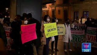 Médicos del sector privado protestan en Palacio Nacional; piden ser vacunados | Yuriria Sierra