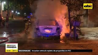 Vehículo se incendió en plena vía pública