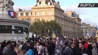 Attentat dans les Yvelines : un rassemblement à Paris en mémoire au professeur assassiné