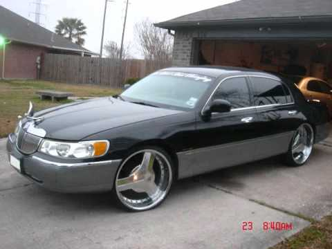 Lincoln Towncar Triple Black On 26s Tomclip