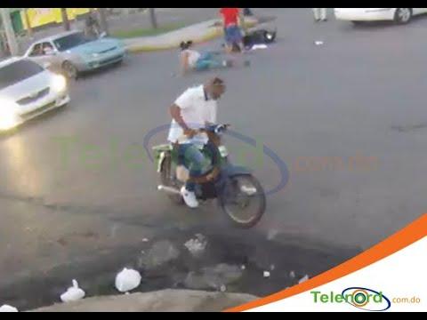 Captan momento en que chocan automóvil y motocicleta en la Avenida Libertad SFM