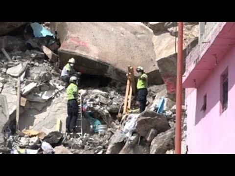 Autoridades continúan con labores de rescate tras hallar menor muerta en derrumbe en México