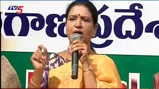Congress Leader DK Aruna Response On Bathukamma Sarees Quality